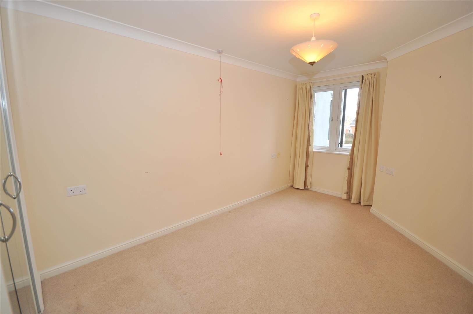 Bedroom Property In Yorkshire With Two Reception Rooms